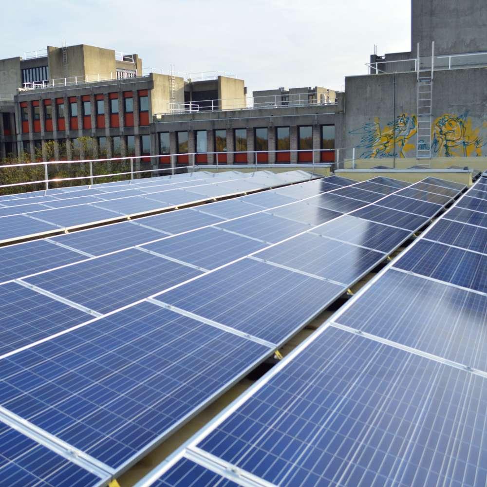 Zonnepanelen op het dak van Carbon6